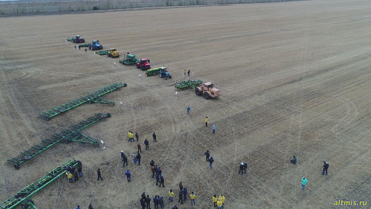 Показ работы сельскохозяйственной техники. День поля.